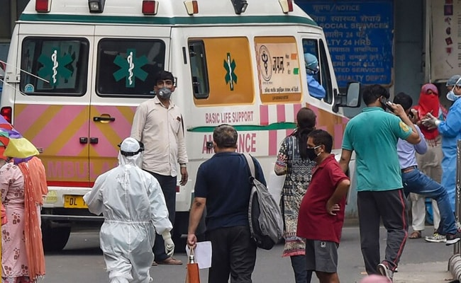 Latest News LIVE Updates: Hospitals Overwhelmed As COVID-19 Cases Hit Record High In India