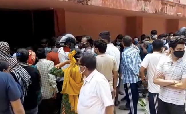 गुजरात में, तमिलनाडु में स्वास्थ्य कर्मियों का टीकाकरण वास्तव में पंजीकृत लोगों से अधिक है