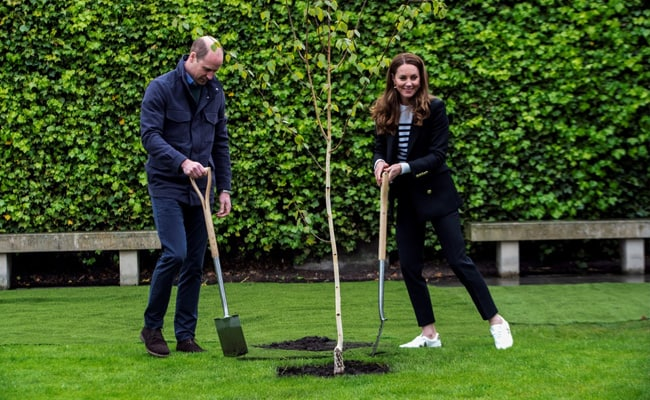 Prince William, Kate Return To University Where They Met 20 Years Ago