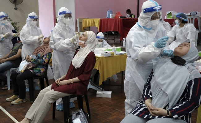 Vaccination Centre Shut In Malaysia After 200 Workers Infected