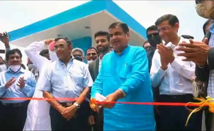 Nitin Gadkari emphasised on importance of alternate biofuels at the inauguration event