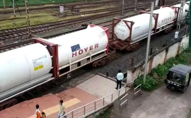 बांग्लादेश को आपूर्ति बढ़ाने के लिए भारतीय रेलवे की ऑक्सीजन एक्सप्रेस