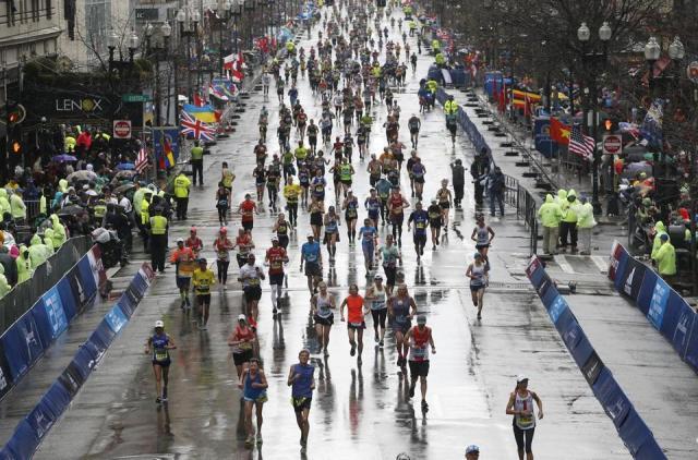 Boston, MA, 04/15/2019 -- Runners come down Boylston Street in a heavy rain as they make their way towards the Finish Line of the 123rd Boston Marathon. (Jessica Rinaldi/Globe Staff) Topic: 16marathonphotos Reporter:
