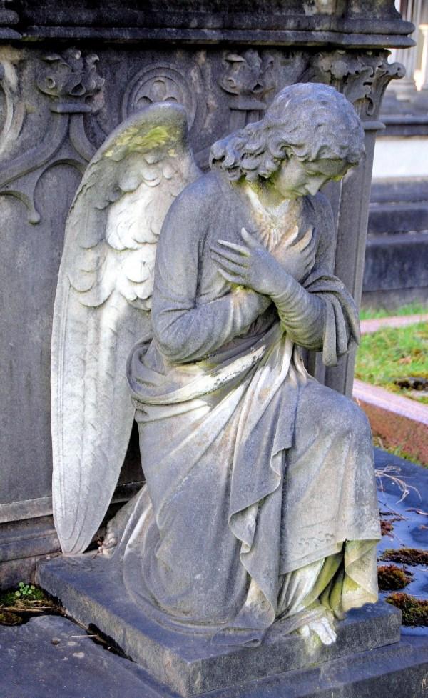 картинки памятник статуя кладбище Надгробие Тяжёлый