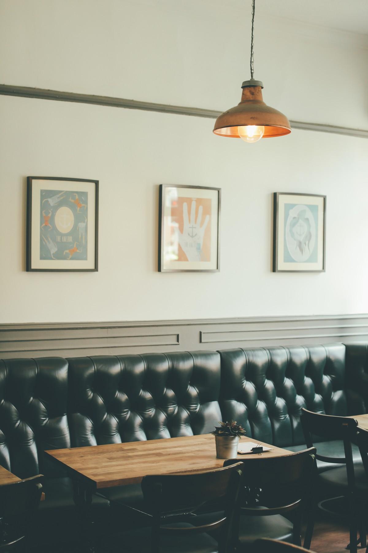 banc restaurant maison plafond