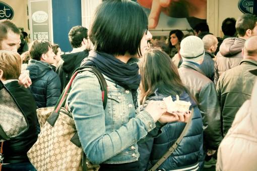 картинки человек люди толпа Италия отдых говорить