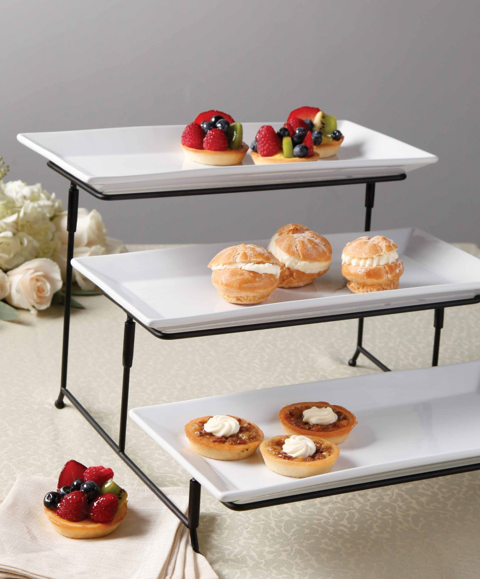 Gibson 3 Tier Plate Set With Metal Stand