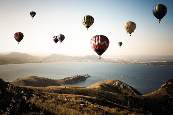 обои : 4163x2775 px, надувные шарики, озеро, пейзаж ...