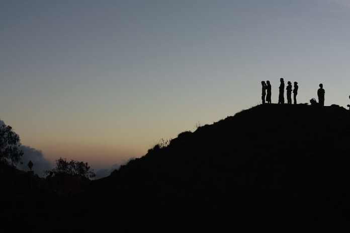Hd Wallpaper Indonesia Mount Rinjani Climb View Reflect Group Mountain Wallpaper Flare
