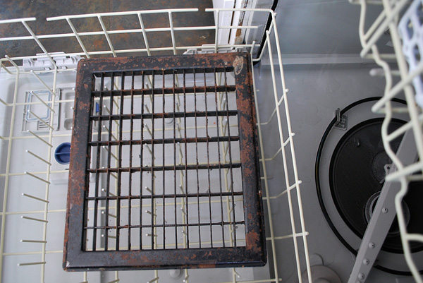 wash floor vents in dishwasher