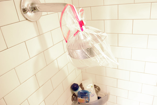 bag of vinegar cleans your showerhead