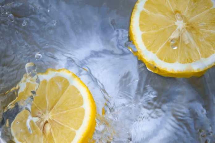 agua de limon en ayuna
