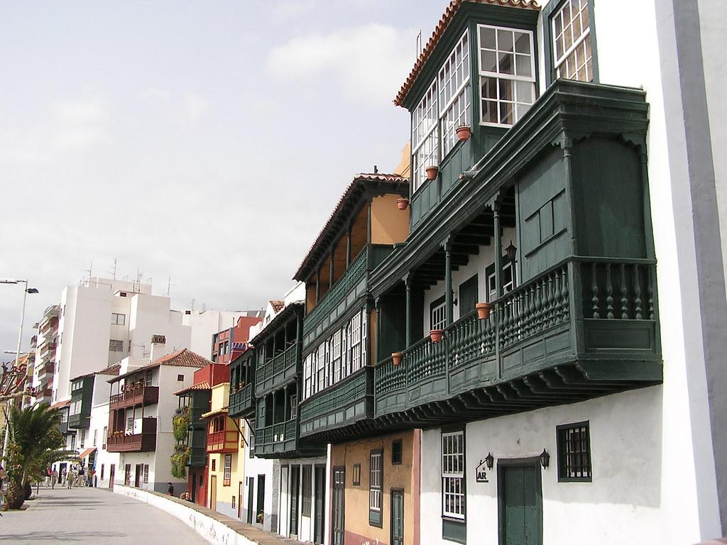 casa con balcones avenida Maritima Santa Cruz de la Palma