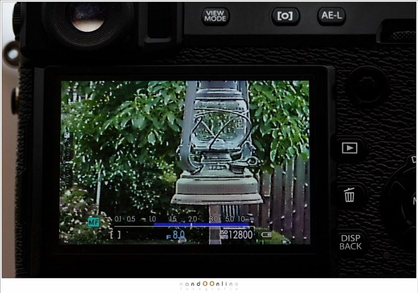 De afstandsschaal van de Fujifilm X-Pro-2 laat duidelijk zien op welke afstand scherp gesteld is door middel van een wit streepje. De blauwe balk geeft de scherptediepte aan. Dit werkt heel erg prettig