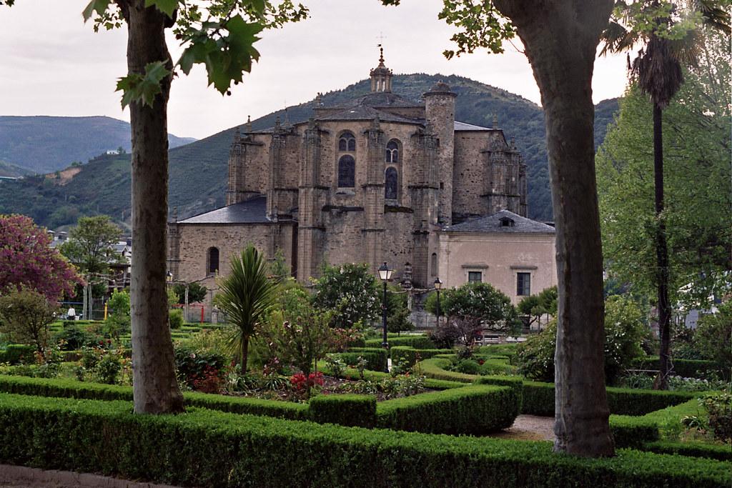 Lugo Samos abside iglesia Real Abadia Benedictina Monasterio de San Julian 06