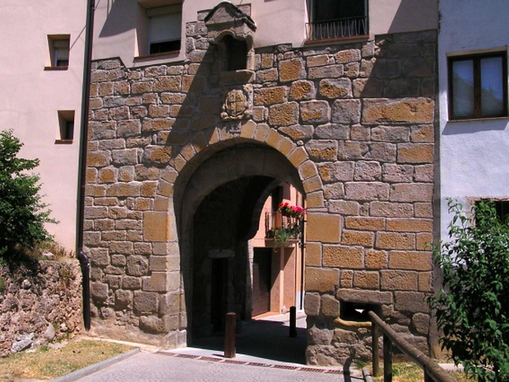 Graus Puerta Chinchin de muralla Huesca 11