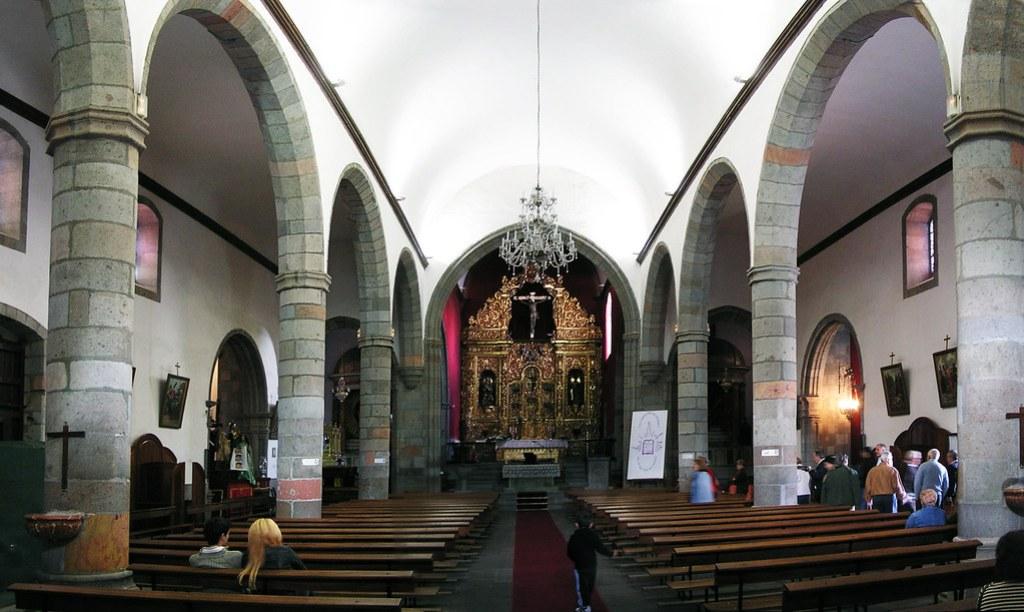 nave central altar mayor Basilica de San Juan Bautista interior Telde isla de Gran Canaria 02