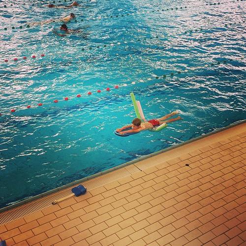 Binnen 5 lessen kan hij het gegarandeerd #zwemmen #vic