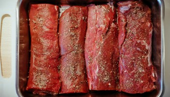Reerug met jeneverbes-roomsaus: de filets zijn ingewreven met de jeneverbesrub