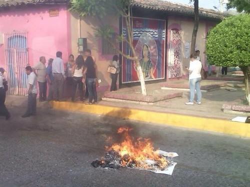 Queman en Oaxaca urnas y boletas electorales