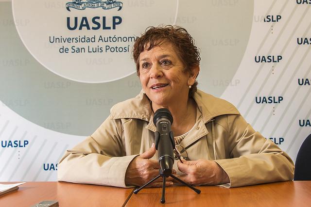 La licenciada Lucia Delgado Oviedo, jefa del Departamento de Arte y Cultura de la División de Difusión Cultural de la UASLP