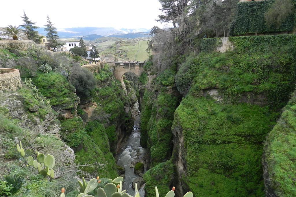 Jardines de Cuenca y puente Viejo Ronda Malaga 03