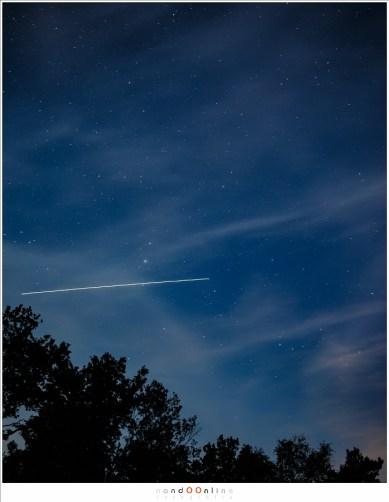 Een heldere ster die met grote snelheid over de hemel verplaatst is in vrijwel alle gevallen het International Space Station. (30 seconden belichting)