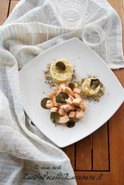 Riso pilaf con salmone e foglie di cappero