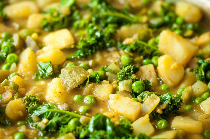 Quick weeknight potato kale curry (gluten free + vegan option)