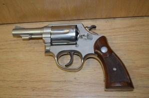Detienen a hombre por portar arma de fuego