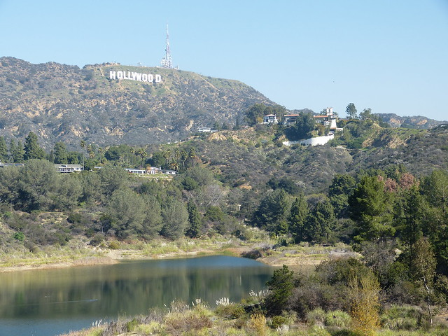 Roadtrip from L.A.to Las Vegas: Lake Hollywood with the Hollywood sighn in the background