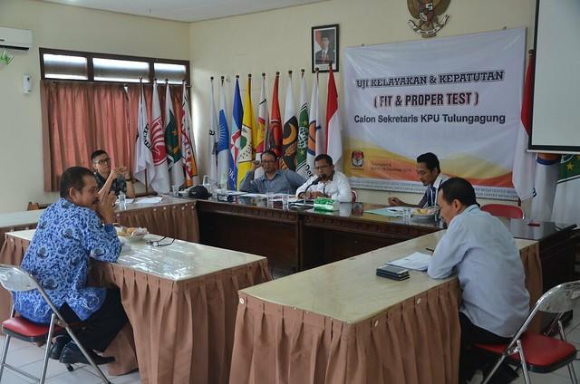 Suasana fit and proper test calon sekretaris KPU Tulungagung