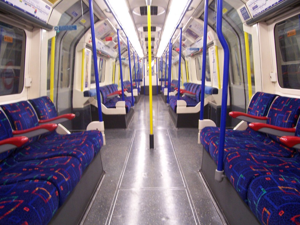 Piccadilly Line Train Interior Wow A Completely Empty