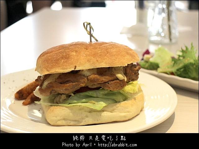 17727553393 1e8932d4a9 z - [台中]Lazy sun cafe–早午餐、義大利麵、燉飯、炸物、甜點通通有!@SOGO 西區