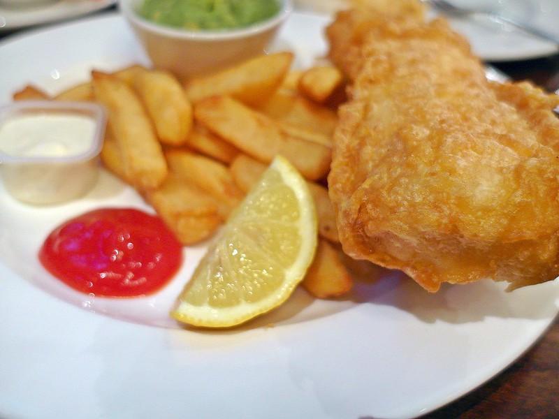 【倫敦。美食】總算嚐鮮英國道地Fish & chips(炸魚薯條)~Friend At Hand。 @ 17度C的黑夜 :: 痞客邦