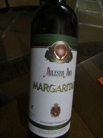 O sticlă de vin Mărgăritar, Milestii Mici, Moldova