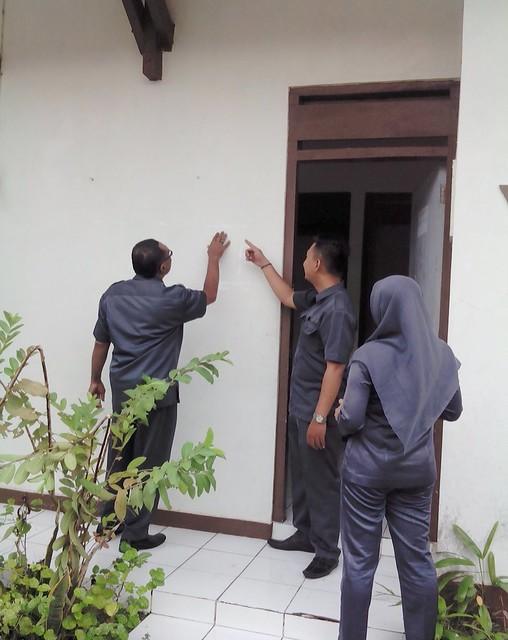 Survei lokasi yang akan dijadikan Rumah Pintar Pemilu KPU Tulungagung (23/1)