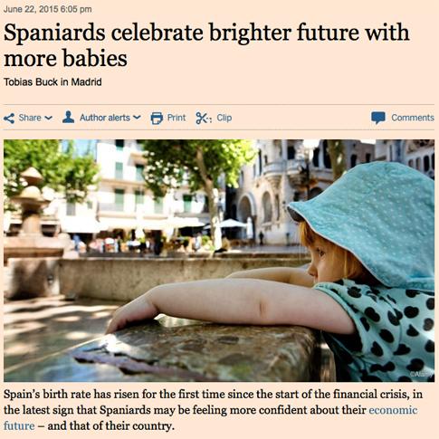 15f23 FT Los españoles celebran la salida de la crisis haciendo niños