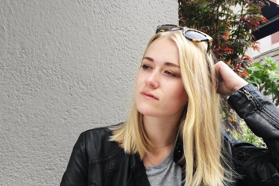 2ac2c4f2ce4 Linn skulle lämna Stockholm över sommaren så ville hinna säga hej och  bläddra lite i PL där hon skrivit en intervju.