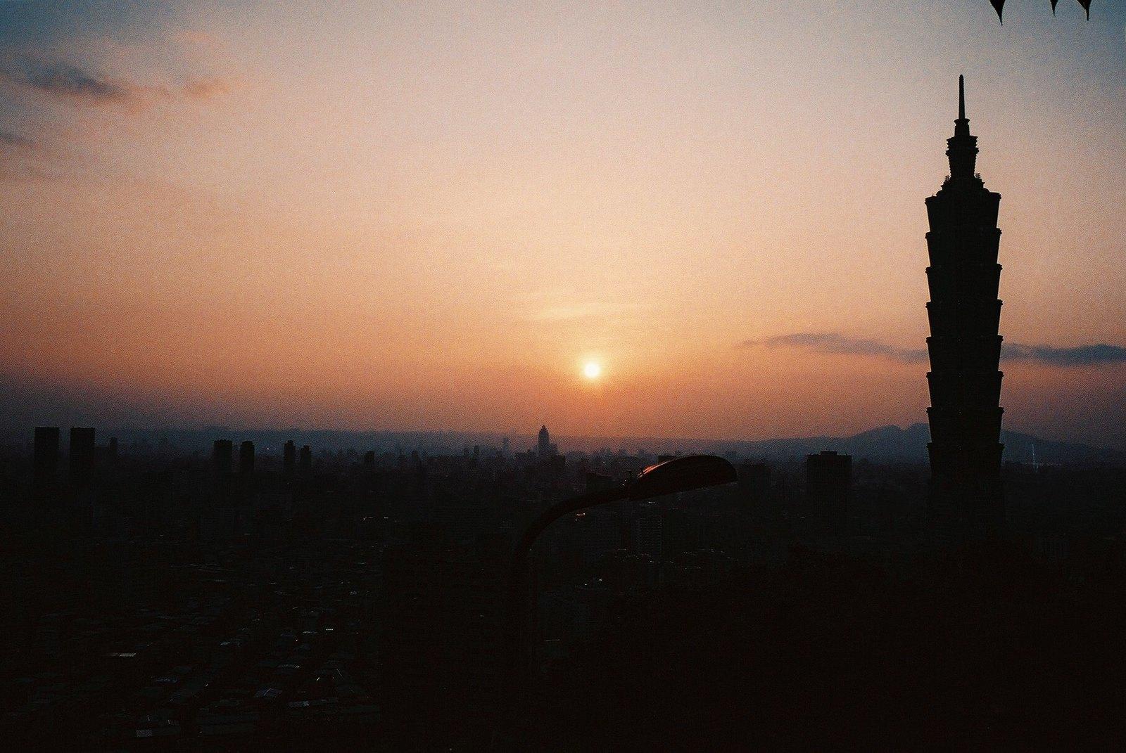 Vista de Taipei al atardecer