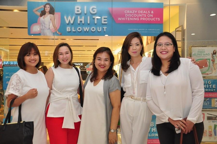 Watsons Team Krisel Macatangay, Kim Reyes, Precy Hentoloro, Karen Fabres and Rosana Bonifacio