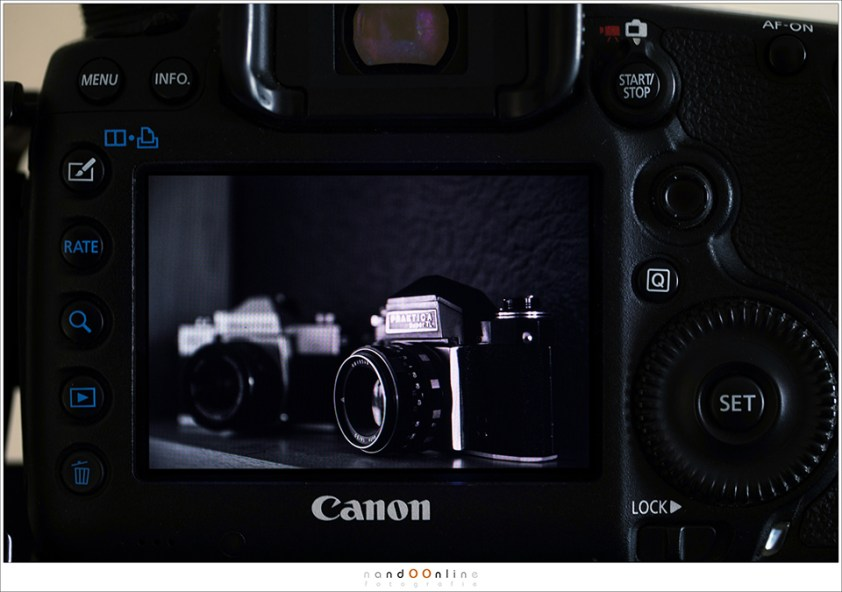 Een zwartwit preview op het scherm van je camera. Geen kleuren die afleiden waardoor we alle aandacht aan de contrasten kunnen geven. Een zwartwit kijk op de wereld
