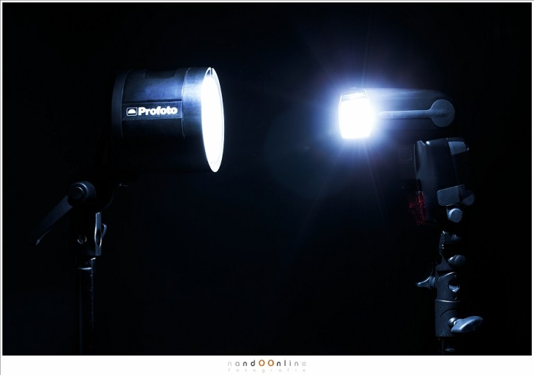 De Profoto B2 (links) met de Canon Speedlight 600EX-RT (rechts)