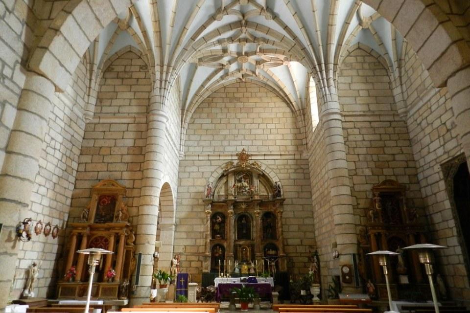 altar mayor retablos Iglesia de Nuestra Señora de la Concepcion Saucelle Salamanca 03