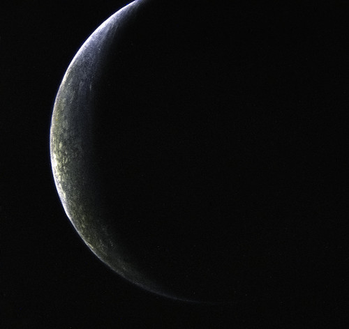 Triton - Voyager 2 - 1989-08-25   Neptune's moon Triton ...