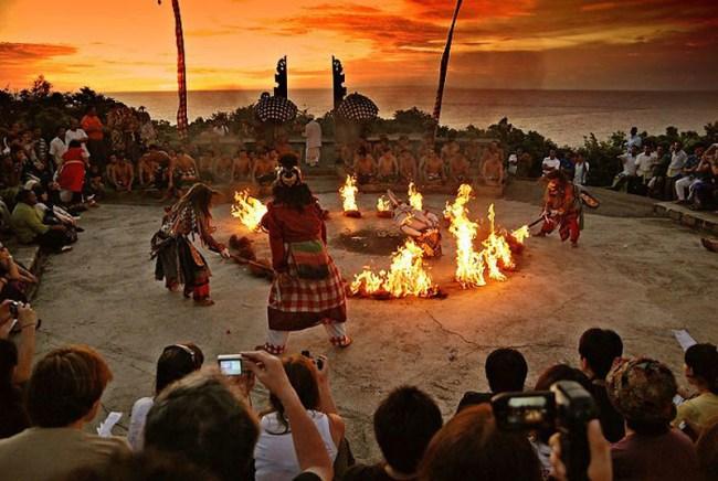 uluwatu kecak dance asiatravel