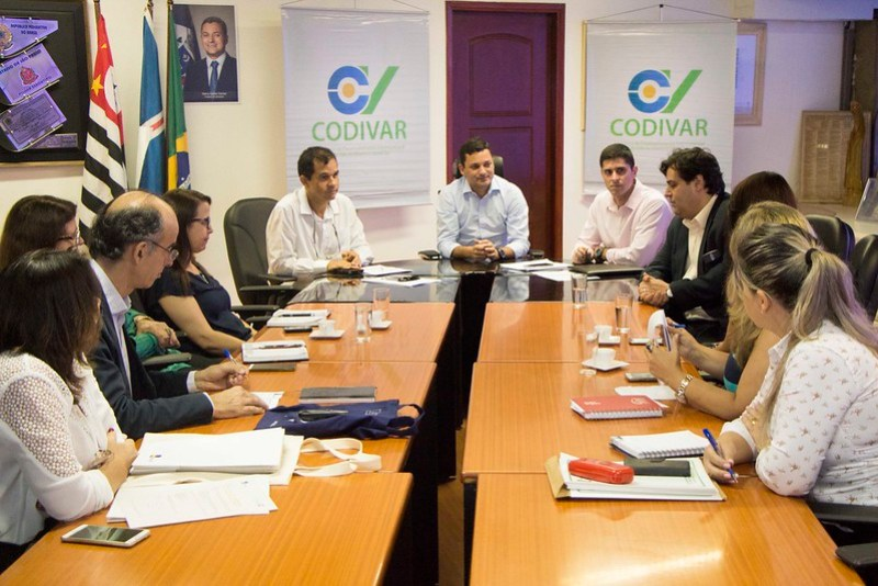 Itanhaém recebe reunião sobre educação com representantes do Codivar