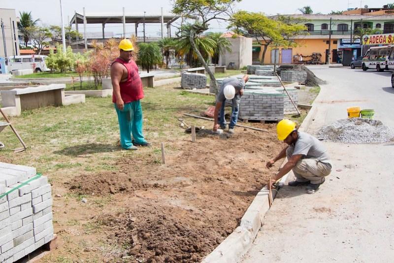 Obras avançam na Praça Ângelo Guerra