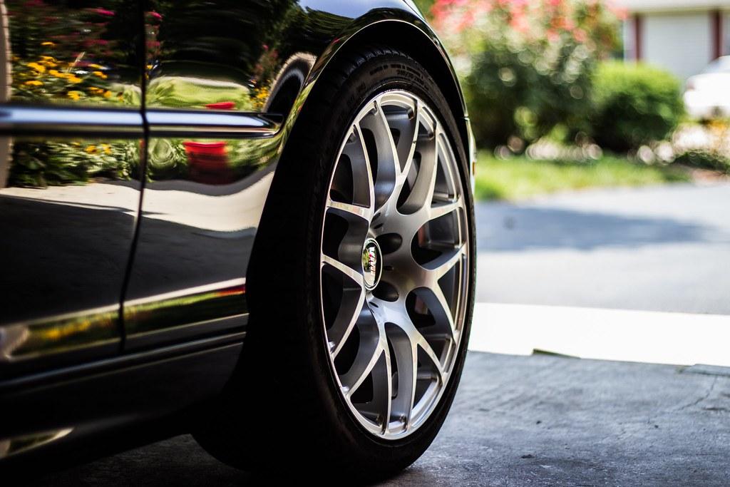 Imagen gratis de una rueda y llanta de coche