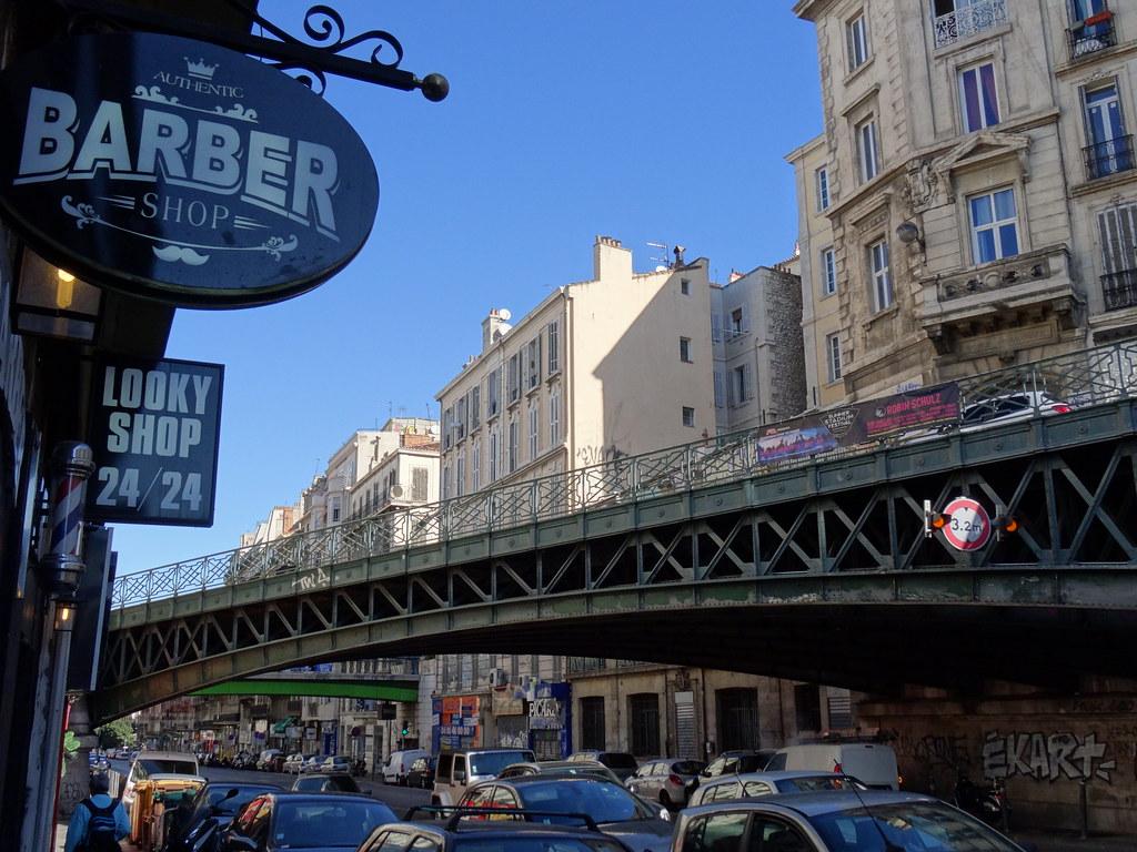 Barber Shop Rue De Marseille En Dessous De La Rue D